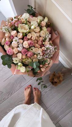 Luxury Flowers, My Flower, Beautiful Flowers, Flower Aesthetic, Beige Aesthetic, Floral Arrangements, Flower Arrangement, Planting Flowers, Floral Wreath