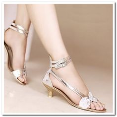 champagne shoes low heel - Google Search Low Heel Shoes, Low Heels, Shoes Heels, Pumps, Champagne Shoes, Kinds Of Shoes, Trendy Shoes, Ring Bracelet, Me Too Shoes