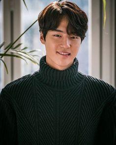 "[ARTICLE] #Yang Se Jong ""Conflict between Love and Friendship? Love to choose"" entertain.naver.com/read?oid=311&a… Ⓒ YangSeJong_ID #yangsejong #양세종 #goodpeopleent #temperatureoflove #사랑의온도 Mens Perm, Asian Haircut, Kpop Hair, Dramas, Kdrama Actors, Asian Men, Korean Actors, Cute Guys, Actors & Actresses"