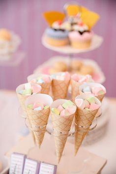 fiesta tematica de helado cucuruchos de gominolas