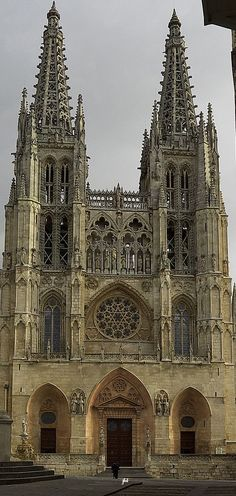Catedral de Burgos Gothic Architecture, Amazing Architecture, Religion Catolica, Cathedral Church, Chapelle, Iglesias, Place Of Worship, Kirchen, Barcelona Cathedral