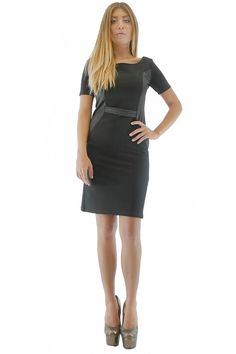 Elegant black dress. Its length is above the knee, a mini belt has been attached to the front of the waist.