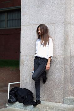 noir et blanc / black and white - model off-duty street style - love love chic chic more more please please #KARINARUSSIANPOWPOW ( INSTAGRAM NAME )