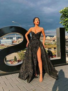 258b5568f7e1 pinterest: chandlerjocleve instagram: chandlercleveland Outfit Chic, Long  Dress For Prom, Long Dresses