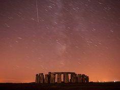 Perseidas sobre Stonehenge, na planície de Salisbury, ao sul da Inglaterra