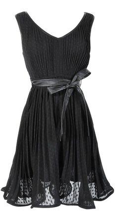 Adorable and Flattering Flounce Dress / Little Black Dress / #LBD #LittleBlackDress