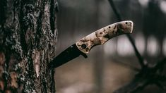 15 items for your ultimate bug out bag list. Each item specialy chose to create a lightweight bag with multifunctional items. Types Of Knives, Knives And Swords, Wild Bunny, Knife Aesthetic, Book Aesthetic, Funny French, Automatic Knives, Best Hunting Knives, Hunting Guns