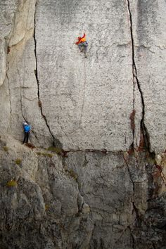 Bouldering and rock climbing news and pictures online. Unique view on mountaineering. Sport Climbing, Rock Climbing, Climbing Girl, Climbing Holds, Trekking, A Well Traveled Woman, Ski, Escalade, Kayak