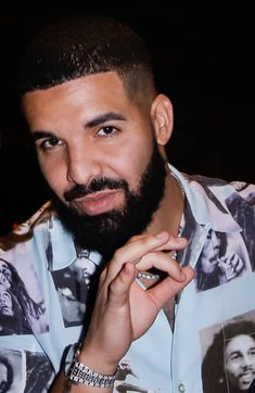 By now y'all probably have seen video of Drake getting booed at Tyler The Creator's annual Camp Flog Gnaw festival and if y'all haven't, you must just be now checking IG today. Drake Fashion, Hip Hop Fashion, Mens Fashion, Style Fashion, New Drake, Aubrey Drake, Drake Art, Fine Black Men, Handsome Black Men