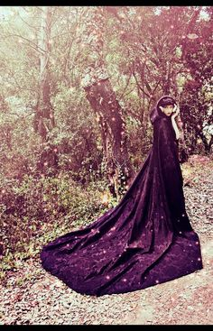 Long damasc cloak with hood by CostureroReal on Etsy, €135.99