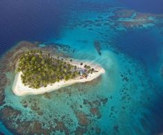 SAN BLAS ISLANDS Welcome to Paradise ! Last week, after our Trendland presentation at Panama InfluencerWeek, I was lucky enough to visitThe San Blas Islands of Panama (and get some amazing Drone foo