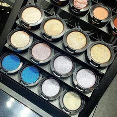 Parliamo di ombretti @maccosmetics  quali sono i vostri colori preferiti? Fateci sognare!!!!  #mac #maccosmetics #beautydea #beauty #makeup #makeupjunkie #makeupaddicted #makeupjunkie #makeupartist #ibbloggers #bblogger #beautyblogger
