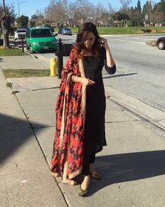 Haute spot for Indian Outfits. Designer Party Wear Dresses, Kurti Designs Party Wear, Indian Fashion Dresses, Dress Indian Style, Punjabi Fashion, Stylish Dress Designs, Stylish Dresses, Trendy Outfits, Indian Attire