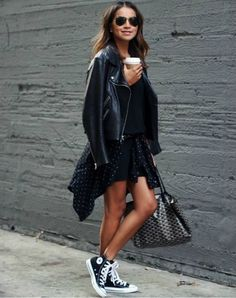How to wear converse outfits street style high tops ideas High Top Converse Outfits, Black High Top Converse, Black High Tops, Converse Sneakers, Black Sneakers, Converse High Tops How To Wear, Converse Shoes Outfit, White Converse, Converse Chuck