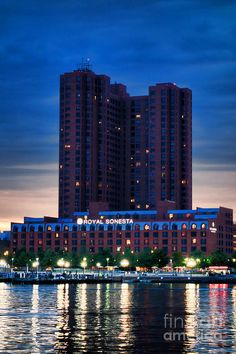 """Royal Sonesta"" Harbor Court luxury hotel on Inner Harbor waterfront at dusk in Baltimore, Maryland_ USA"