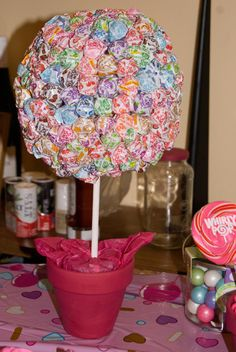 Thsi would work, if each lollipop were secretly a hedgehog. And really, only if we could find Chupa Chups. Lollipop tree at a Sugar Rush Party #sugarrush #party