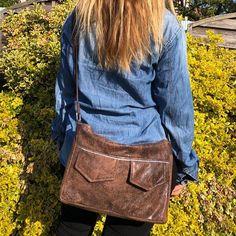 Agnès sur Instagram: Besace Zip-Zip numéro 1, magnifiquement portée par ma cops 🥰 TISSUS: similicuir vieilli @lamerceriedescreateurs et doublure coton…