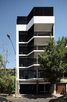Edifício Aranguren / MVS Arquitectos http://www.archdaily.com.br/br/01-161467/edificio-aranguren-mvs-arquitectos