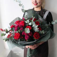 """""""БУКЕТ ДНЯ"""" 24 ноября 2017 г. со скидкой 50%!!! Как бы мы не фантазировали, не старались удивлять вас самыми разнообразными цветами... но розы всегда передадут самые глубокие чувства❤️Ведь это же правда, девочки?✨ С любовью, Fashion Flowers Стоимость со скидкой: 1640 рублей Стоимость без скидки: 3280 рублей Состав букета: Роза фридом 9шт(160рубшт) Хризантема кустовая лоллипоп пурпурная 4шт(150руб/шт) Илекс 1шт(300руб/шт) Эвкалипт ценерия 2шт(200руб/шт) Рускус 4шт(60руб/шт) Арт #Fashion_Flo"""