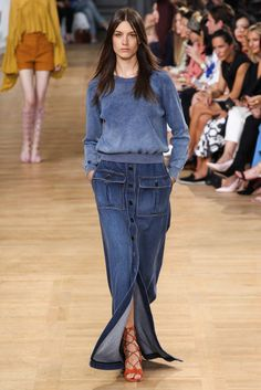 Catwalk photos and all the looks from Chloe Spring/Summer 2015 Ready-To-Wear Paris Fashion Week Fashion Week Paris, Runway Fashion, Spring Fashion, Denim Fashion, Look Fashion, Fashion Show, 2015 Fashion Trends, 2015 Trends, Denim Street Style