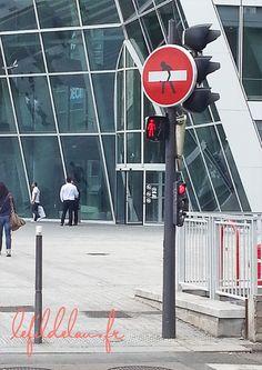 Panneau sens interdit à la Part Dieu, Lyon, France