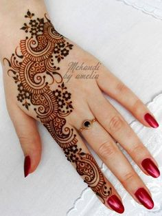 Arabic mehndi designs are much demanded in fashion industry. These mehndi designs are excitedly adopted by fashionable women. Henna Tattoos, Henna Tattoo Designs, Mehndi Designs For Fingers, Arabic Mehndi Designs, Mehndi Patterns, Latest Mehndi Designs, Simple Mehndi Designs, Art Tattoos, Design Tattoos