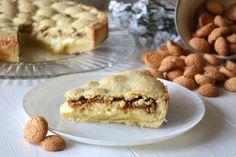 La crostata crema e amaretti è uno dei dolci più buoni che ho preparato nell'ultimo periodo. La friabilità della pasta frolla fa da scrigno al