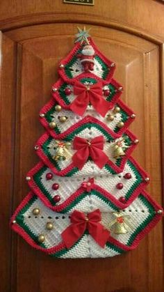 Vintage Granny Square Christmas Tree Free Crochet Pattern-VMagnificent DIY Christmas Trees Ideas For Home Decor 34 - SalvabraniRed white green door - Design by Hülya Coşkun -My crocheted gingerbread tree. Crochet Christmas Decorations, Crochet Christmas Ornaments, Holiday Crochet, Christmas Knitting, Crochet Gifts, Free Crochet, Christmas Patterns, Christmas Patchwork, Red Ornaments
