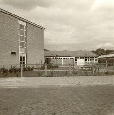 Apeldoorn - Christelijke U.T.S. → Hier ben ik anderhalf jaar op school geweest, daarna naar Friesland verbannen. Kayersdijk of Condorweg, ook veel naamsveranderingen van deze locatie. BRON: Europeana