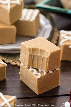 Gingerbread Fudge is an easy seasonally spiced fudge that takes just minutes to make with sweetened condensed milk & white chocolate & loads of warm spices. Edible Christmas Gifts, Christmas Fudge, Christmas Desserts, Christmas Recipes, Christmas Goodies, Christmas Candy, Holiday Recipes, Edible Gifts, Christmas 2017