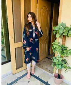 Stylish Dress Book, Stylish Dresses For Girls, Casual Dresses, Simple Pakistani Dresses, Pakistani Dress Design, Pakistani Outfits, Fancy Dress Design, Stylish Dress Designs, Designer Kurtis