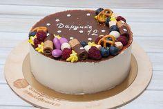 """Dortik na noc """"Ptačí mléko"""" k 12. narozeninam. Tento dort byl pro dětskou polovinu hostů pro dospělé byl jiný dort ale ten vám ukážu až zítra.  Тортик на ночь глядя """"Птичье моло ко"""" на 12-й день рождения. Этот торт для детской половины гостей а для взрослых был еще один тортик но это уже завтра.  #Ptačímléko #Ptačí #mléko #dort #cake #cakes #plody #lesnyplody #narozeniny #happybirthday #narozeninovydort #dortpoděbrady #instasweet #dortprodĕti #pečení #cukroví #sweetcakes #yummy #czech…"""
