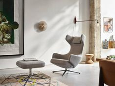 Vitra Grand Repos by Antonio Citterio Large Furniture, Furniture Design, Vitra Lounge Chair, Teintes Pastel, Vitra Design, Luxury Furniture Brands, Modern Chairs, Living Room Decor, Layout