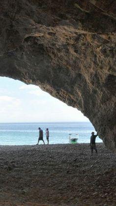 Transita por cuevas y otras formaciones rocosas