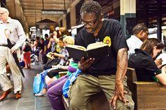 Underground New York Public Library – NYC Subway Passengers Reading Books (16 Pictures) > Fashion / Lifestyle, Film-/ Fotokunst, Netzkram, Streetstyle > books, library, project, reading, subway, underground