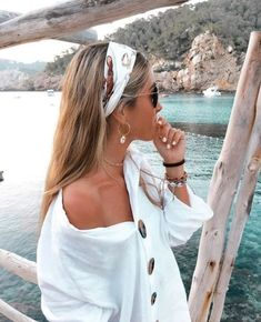 Nov 2019 - No longer limited to the conventional decoration of the neck, scarves are increasingly used by fashionable girls to decorate the hair, silk scarf hair band Bandana Hairstyles, Summer Hairstyles, Easy Hairstyles, Men's Hairstyle, Hairstyles Haircuts, Wedding Hairstyles, Summer Headbands, Scarf Headbands, Hair Scarfs