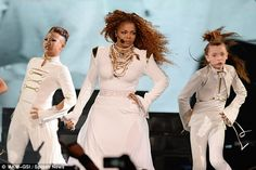 Janet Jackson takes break from her Unbreakable tour to rest her voice #dailymail
