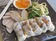 Bánh cuốn/Banh cuon (Vietnamese Steamed Rice Rolls)