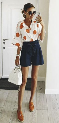 The definite guide to summer fashion is here. Now with a curated selection of lovely summer outfits for you to wear out everyday. Look Fashion, Fashion Outfits, Womens Fashion, Fashion Trends, Look Short Jeans, Best Fashion Photographers, Cool Outfits, Summer Outfits, Inspiration Mode