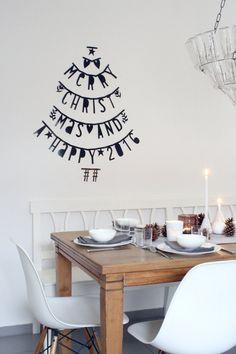 Mit einem Foto von unserer Tischdeko am Heiligen Abend wünsche ich euch, recht spät aber von Herzen, frohe Weihnachten.