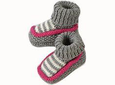 Revers à la cheville et petite bordure roulottée sur le dessus : voici des chaussons pour partir du bon pied. Présentés dans le numéro de mars 2009 d'Enfant Magazine, ils sont tricotés en jersey endroit, point de riz et côtes 1/1.