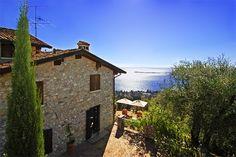 Dimora Bolsone - Gardone Riviera ... Garda Lake, Lago di Garda, Gardasee, Lake Garda, Lac de Garde, Gardameer, Gardasøen, Jezioro Garda, Gardské Jezero, אגם גארדה, Озеро Гарда ... Welcome to Dimora Bolsone Gardone Riviera. Dimora Bolsone is a renovated 15th century manor house set on the green hillside that slopes steeply down to Lake Garda. With its breath-taking views and magnificent estate, a stay in Dimora Bolsone is a really exciting experience. The