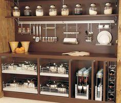 Com visual moderno, aramados deixam a cozinha mais bonita e organizada…