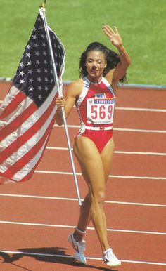 Florence Griffith, also referred to as: 'Flo-Jo. Flo Jo, American Athletes, Female Athletes, American Sports, Women In History, Black History, 1988 Olympics, Vintage Black Glamour, Olympic Athletes