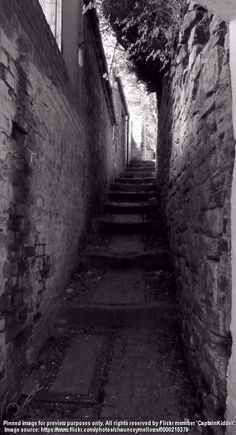 Alley with steps in Durham, northeast England. Photo by Captain Kidder, July 2010 Durham City, St Johns College, City North, North East England, July 15, Sea And Ocean, Most Beautiful Cities, Cumbria, Historical Pictures