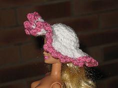 chapeaux-barbie tuto : http://tricotdamandine.over-blog.com/tag/chapeaux%20barbie%20-%20tutos/