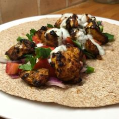 Here it is My tasty chicken tikka wrap Tag a mate who might like this one INGREDIENTS: Diced chicken breast Greek Yoghurt Tikka curry paste Tikka curry powder Fresh cucumber Baby tomatoes Red onion Fresh chilli Fresh coriander Mint sauce Tortilla Bodycoach Recipes, Joe Wicks Recipes, Chicken Recipes, Cooking Recipes, Lean Recipes, Chicken Tikka Kebab, Lean In 15, Lean Meals, Diced Chicken