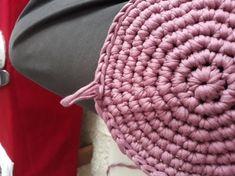 Fotonávod na háčkovaný košík z příze Biskvit s kulatým dnem Merino Wool Blanket, Diy And Crafts, Knits, Dots, Bags