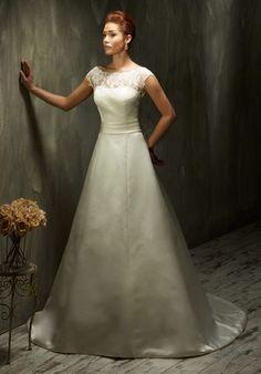 Traditionelles A-Linien Brautkleid im Trapez-Schnitt aus Satin und Spitze in Elfenbein und Weiß - von Lisa Donetti