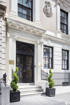 Christian Siriano Gives Us an Exclusive Look at His Colorful New Self-Designed Boutique and Atelier White Exterior Houses, Classic House Exterior, Classic House Design, Dream House Exterior, Front Wall Design, Door Design, Exterior Design, Christian Siriano, Cornice Design